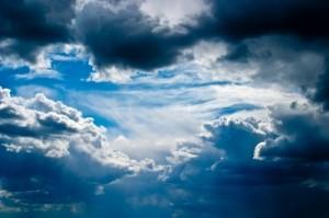 Berkumpulnya awan menandakan salah satu proses terjadinya hujan