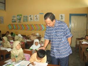 Puisi tentang pendidikan tidak akan jauh dari seorang figur guru