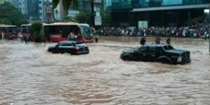 Mobilitas yang terganggu akibat banjir